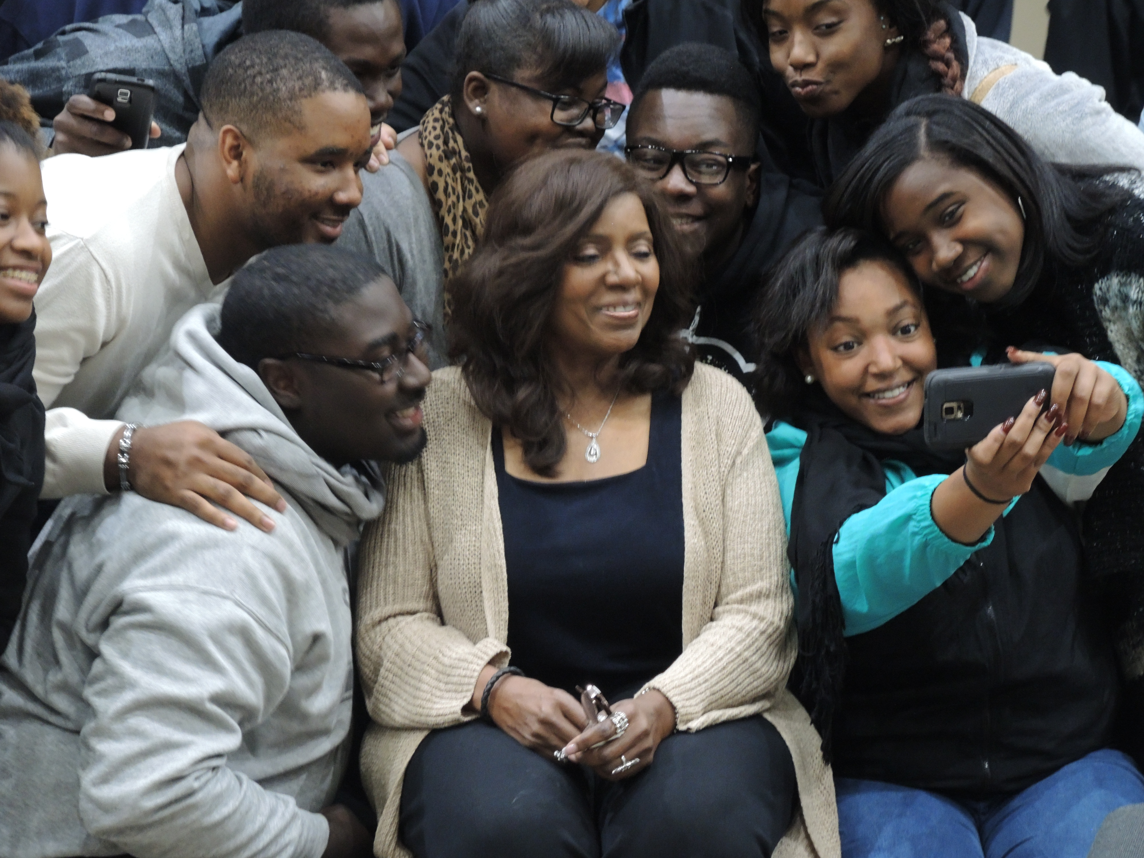 The students took selfies with Gloria.