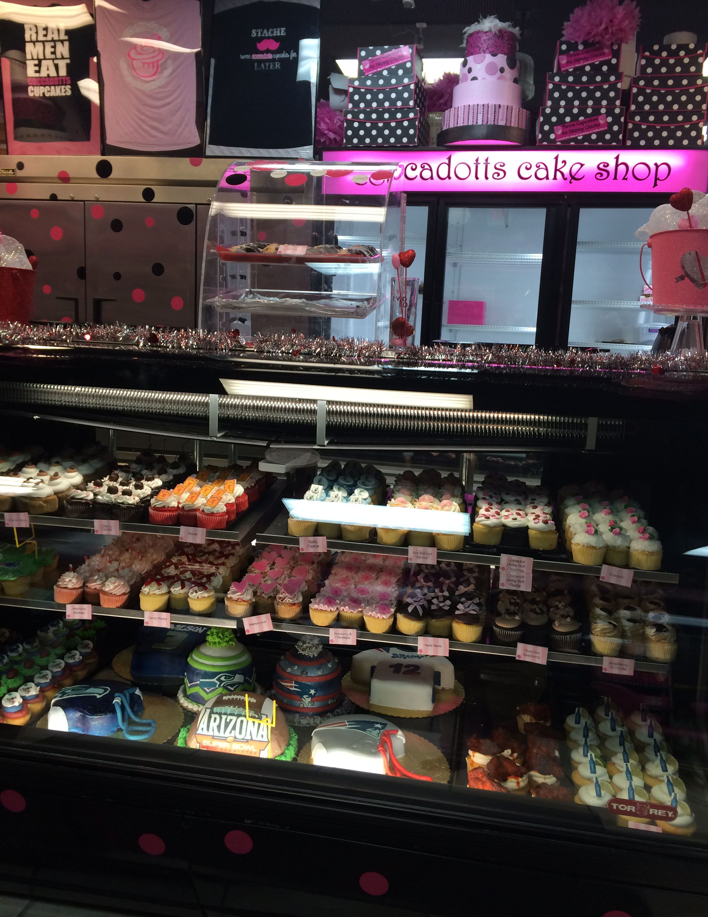 I went to Coccadotts Cake Shop in Myrtle Beach on Thursday night to get a couple specialty cupcakes. It is very nice inside the store.